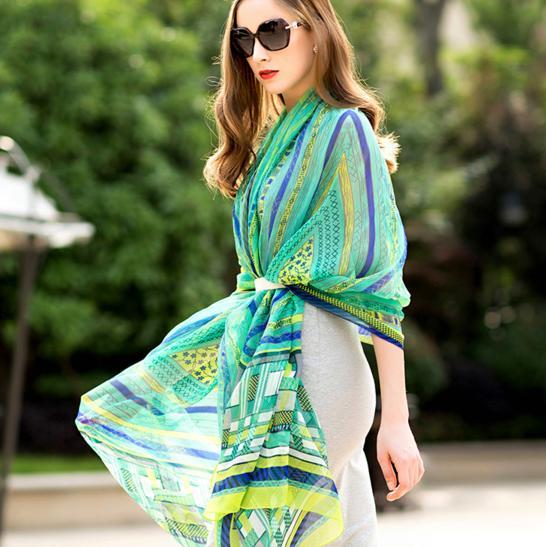 海边旅游必备,超大遮阳丝巾,时尚满满!